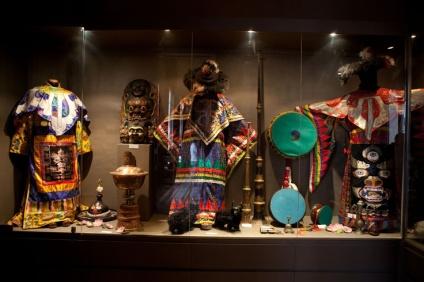 Trajes Tibetanos en el Museo del Palau Novella