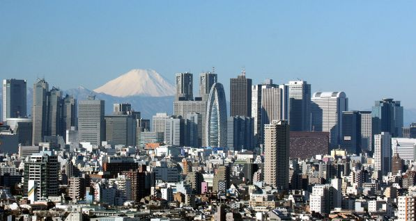 Mount-Fuji-as-viewed-across-the-Tokyo-skyline-Japan